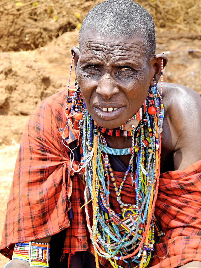 Maasai+woman+wearing+her+beautiful+jewelry
