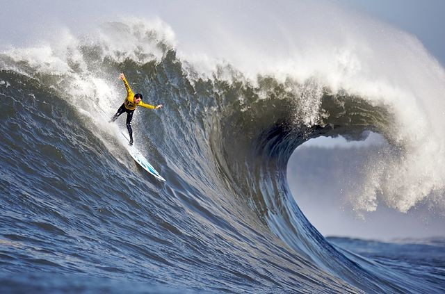 Amazing Waves - The Worlds 25 Best Surfing Spots